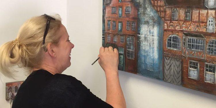 Karin Greife Lüneburger Künstlerin Mit Ordentlich Farbe Auf Der